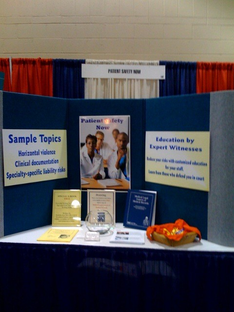 How to Use Signs to Attract Attorneys at a Trade Show